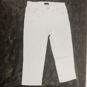 NYDJ Jeans Size 6 White Capri Embellished Crop